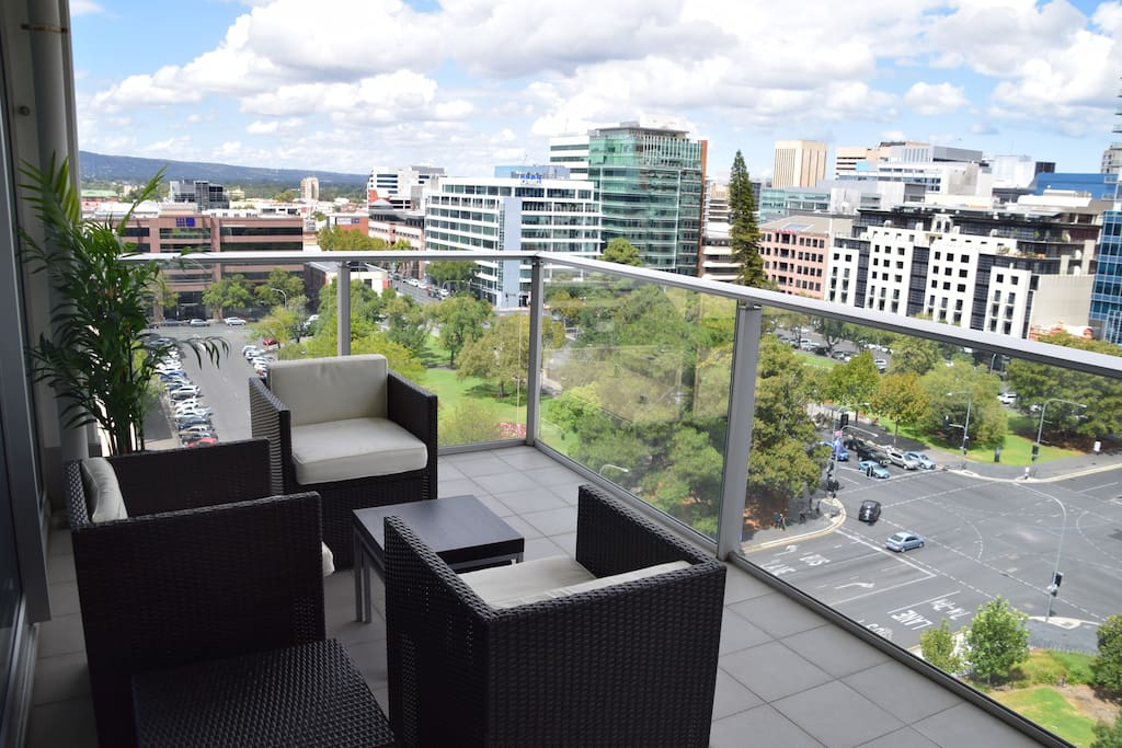 Spectacular 2br city centre apartments for rent in for Pool show adelaide