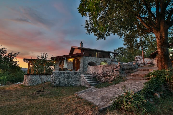 Vila Ana - Charming villa in a traditional style