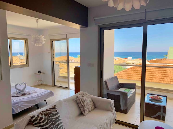 Aphrodite Sea View Suite -Contactless Check-in
