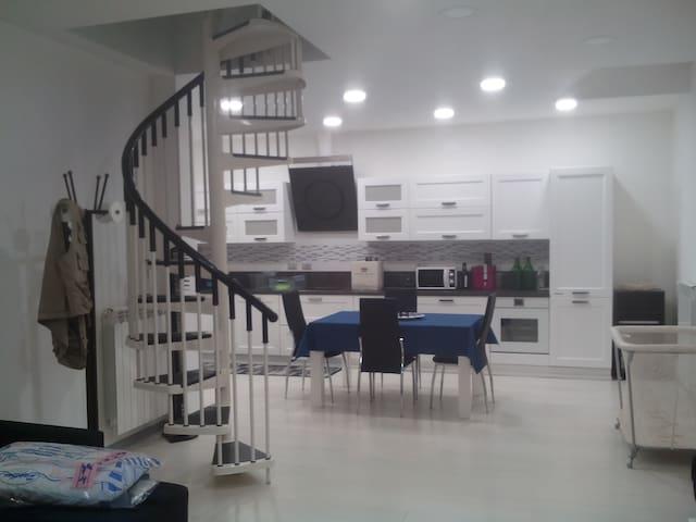 Totalmente ristrutturato e arredato a nuovo - Chivasso - Apartment