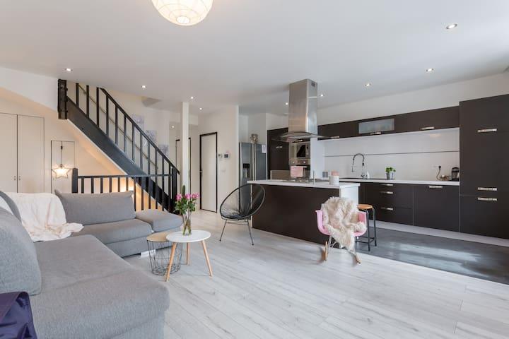Étage complet dans maison entièrement rénovée - Décines-Charpieu - Casa
