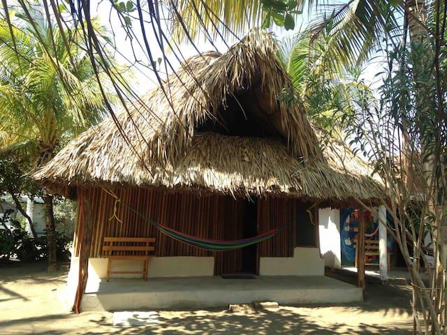 Cabañas Ixchel-Huari paraíso en la playa Madera