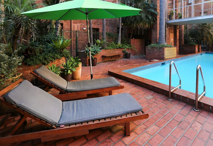 Self-contained with pool in Melbourne's upper east