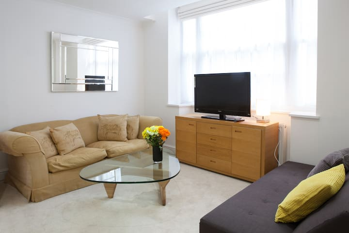 Beautiful 2 Bedroom Apartment next to Victoria - Londres - Apartamento