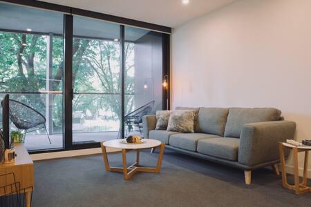 2 Bedroom Luxury, Park Views, Parking, WIFI
