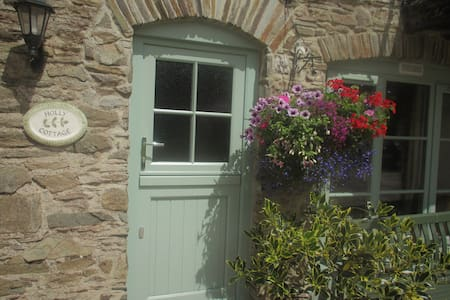 COSY HOLLY COTTAGE - Slapton