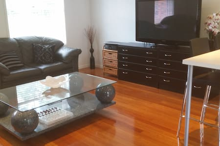 Selfcontained Modern Private Studio - Cherrybrook