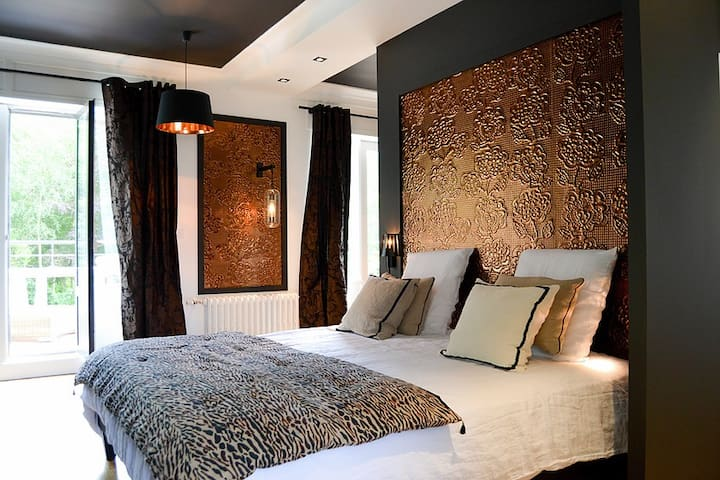 Villa Louisa - Chambre Ambre - Bobital - ที่พักพร้อมอาหารเช้า
