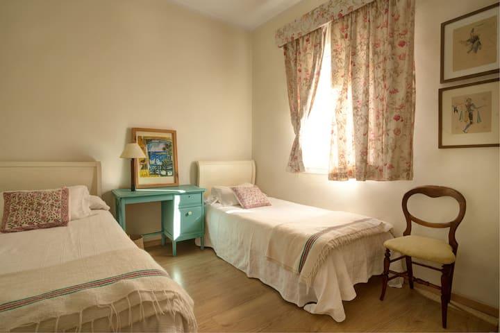 Luxurious room in residential neighborhood