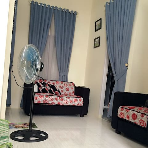 Well furnished, 2 level, new home. - Pekanbaru - Hus
