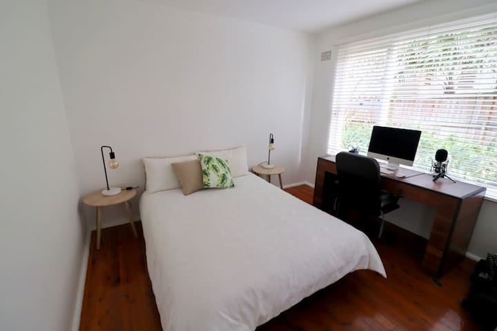 Comfy, Bright Room 300m To Avalon Village & Beach