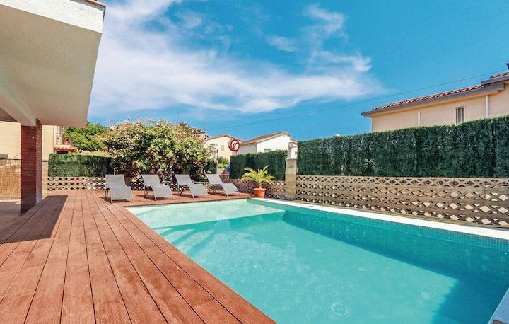 Villa Costa Barcelona. Private pool, BEACH, WiFi
