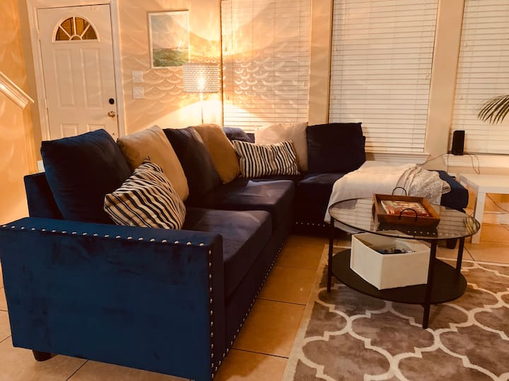 Mod Chic Master Suite - Downtown Area