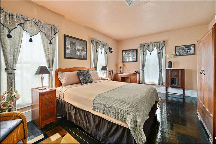 Bed & Breakfast Book Lovers Inn - Langston Hughes