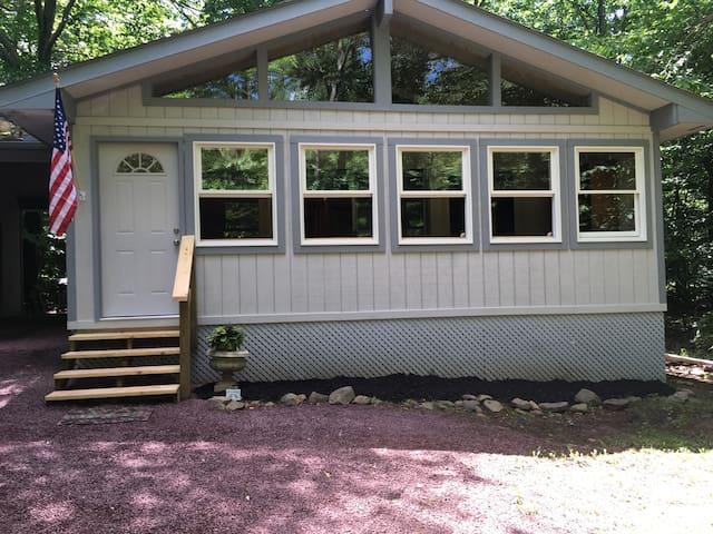 COZY Lake Naomi Family Retreat