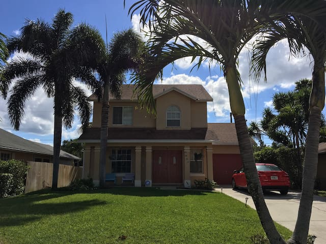 Private Waterfront Oasis with Tiki! - Lake Worth - Casa