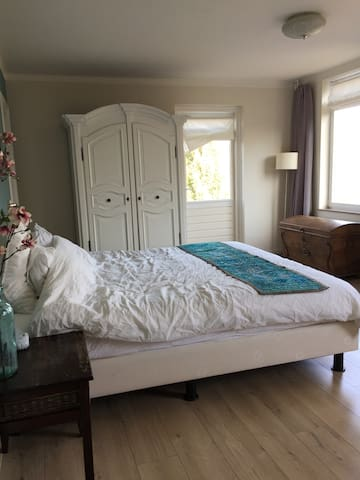 Comfortable and big bedroom in Northwest Arnhem - Arnhem - Rumah