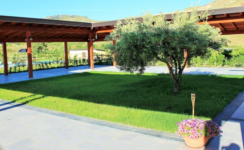 """Agriturismo Tenuta_Lanza """"Il Mulino"""" camera doppia - Acquaviva Platani - Villa"""