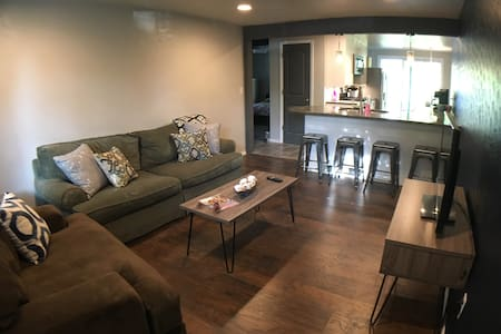 Home near Lambeau, Airport, & Downtown Green Bay!