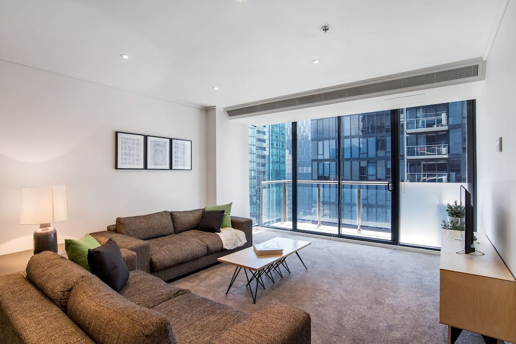 2bd 2br designer cbd pad netflix apartments for rent. Black Bedroom Furniture Sets. Home Design Ideas