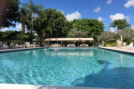 perfect place to call vacation,, quiet& cozy - Boca Raton