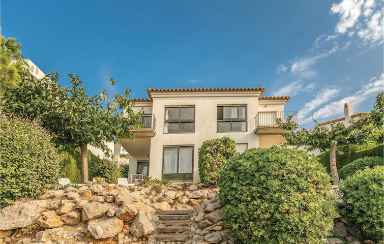 Semi-Detached with 4 bedrooms on 150m² in L'Escala