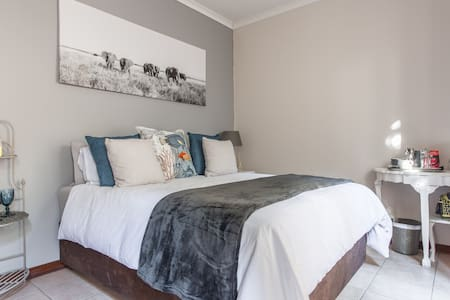 Private and comfortable ensuite - Broadacres - Σπίτι