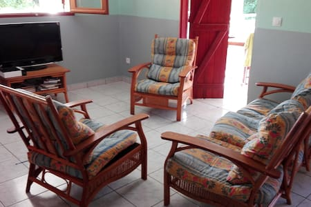 House with AC, 2bed/2baths close to nice beaches - 独立屋