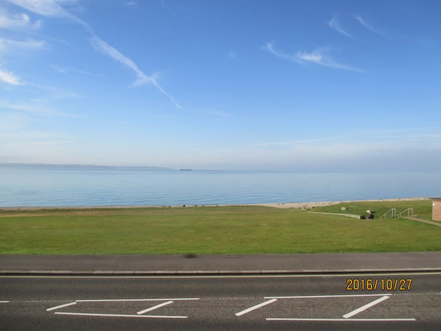 Watch The Solent go by from your own apartment - Lee-on-the-Solent - Pis