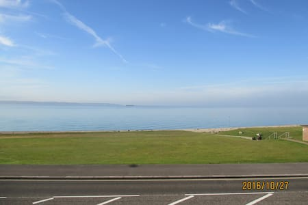 Watch The Solent go by from your own apartment - Lee-on-the-Solent