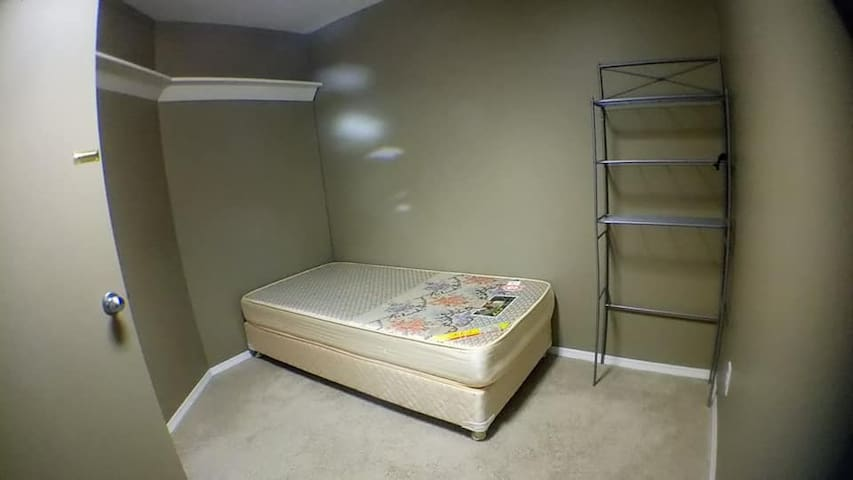 Calgary Riverbend room for rent