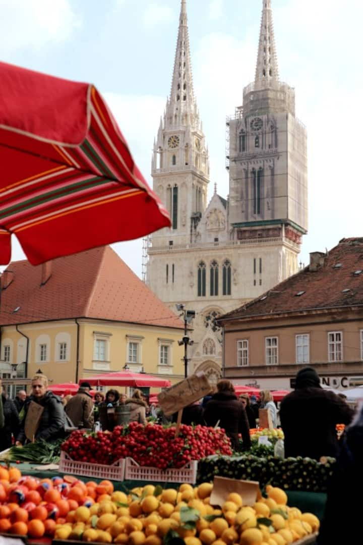 Dolac farmers' market