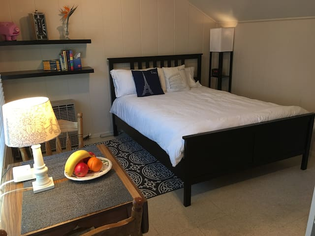 Comfy 2-Room Cottage,  Perfect for Business Travel
