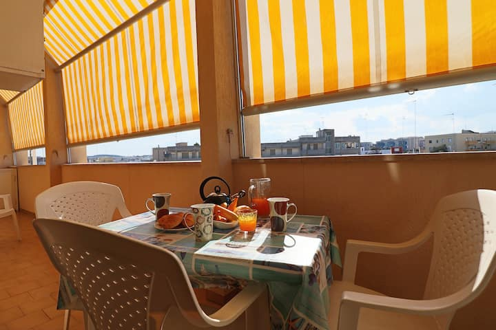 Central Apartment On the Beach with Balcony, Wi-Fi & Air Conditioning; Parking Available