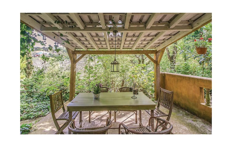 Semi-Detached with 3 bedrooms on 60 m² in Colares, Sintra
