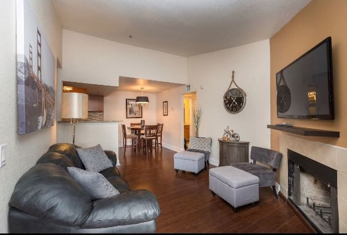 Beautiful 2BR/2BA Condo Next to Strip + Pool/Gym