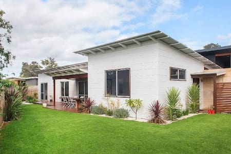 Stylish designer home close to town - Margaret River - House