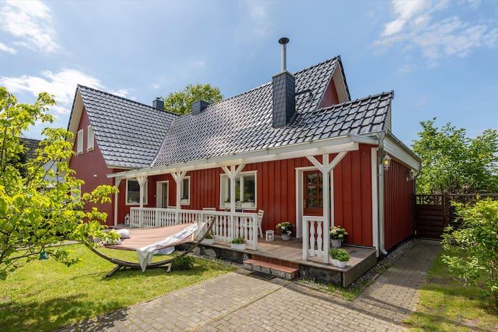 idyl. Ferienwhg. mit Kamin + Sauna am Ostseestrand