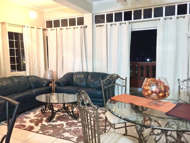 Beautiful Room with sea view - Port of Spain - Apartment
