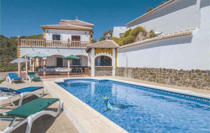 Nice home in Sayalonga with WiFi and 6 Bedrooms