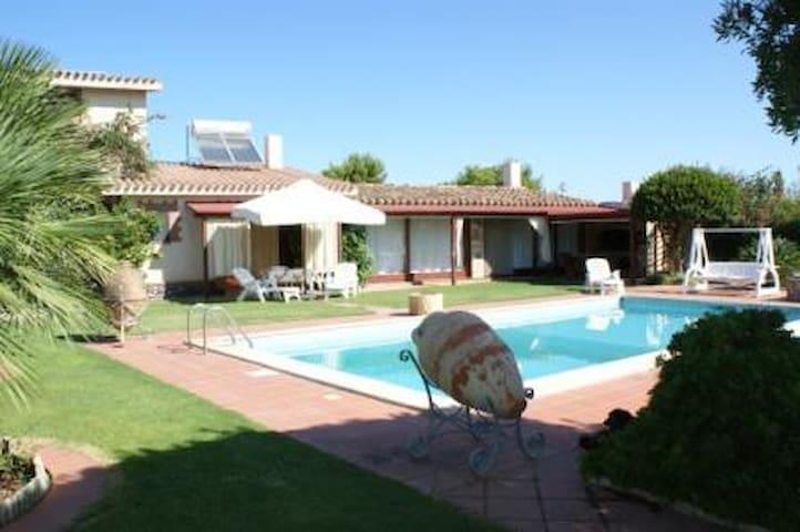Monolocale di 70 mq con piscina. - Calasetta - Apartment