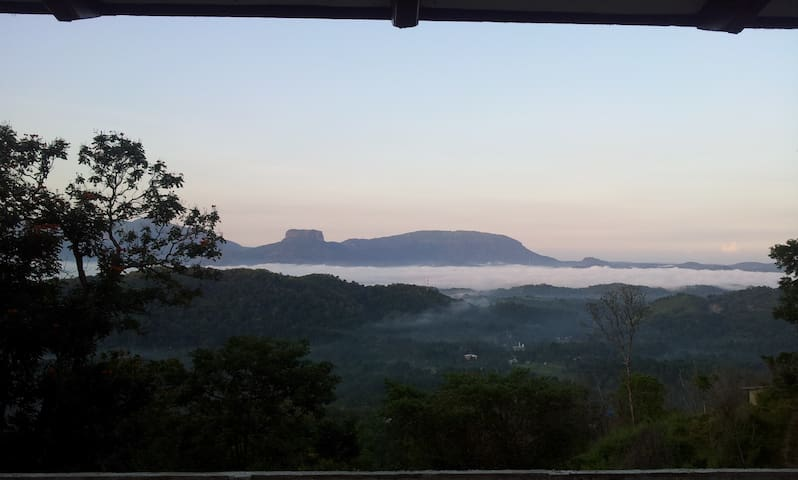 Pristine Hills: inspiring views & tranquility - Kadugannawa - Бунгало