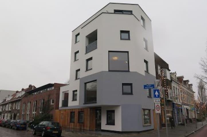 Nieuw en ruim appartement met loggia