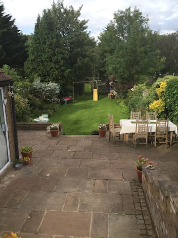 Spacious family home with large lovely garden - London - House