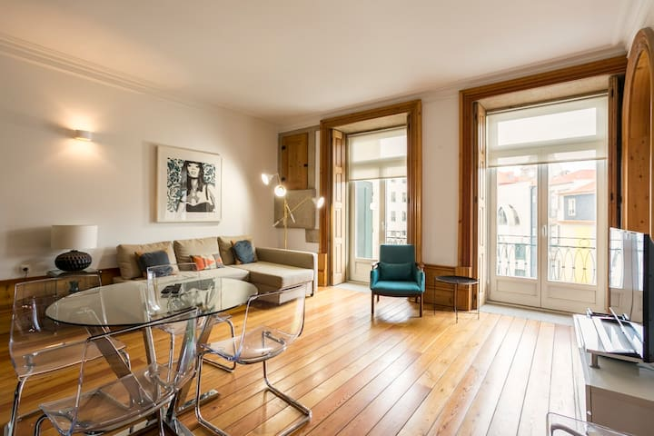 Noir et Blanc Central Luxury Apartment