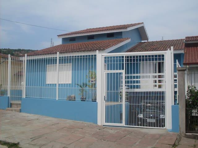 Ampla casa com suite - Porto Alegre - House