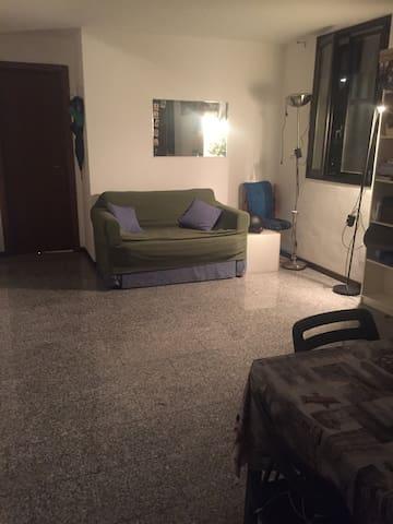 Soggiorno con divano letto - Apartments for Rent in Milano ...