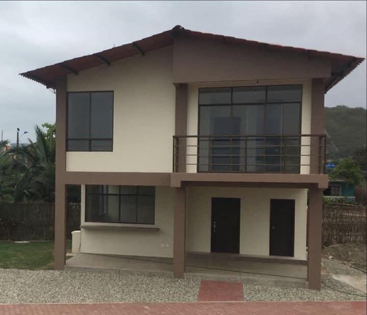 Casa nueva con acceso directo al mar en Las Tunas