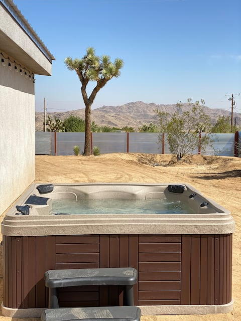 Modern & New Construction with HOTTUB/KING BED