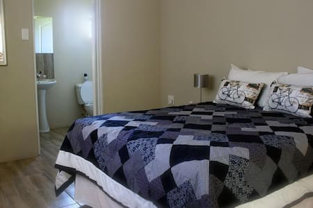 [9] Self-catering double bed en-suite